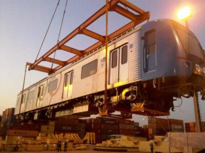 Descarga e entrega de diversos vagões ferroviários para a Supervia no Rio de Janeiro