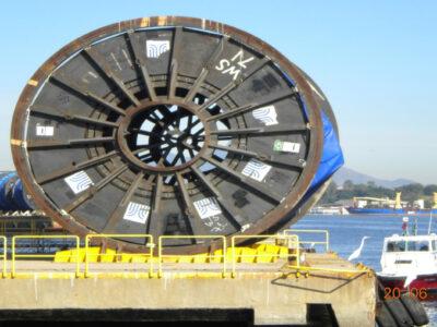 Embarque de diversos flexible risers de 220 tons cada bobina em ajuda ao acidente no Golfo do México