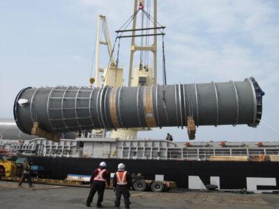 Embarque de lift-vans e várias partes de um incinerador embarcados na Korea